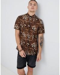 Светло-коричневая рубашка с коротким рукавом с леопардовым принтом