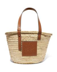 Светло-коричневая соломенная большая сумка от Loewe
