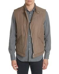 Светло-коричневая стеганая куртка без рукавов