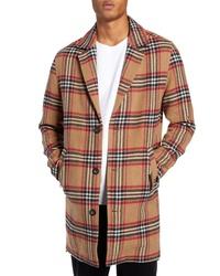 Светло-коричневое длинное пальто в клетку