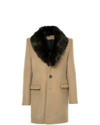 Светло-коричневое пальто с меховым воротником