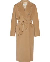 Светло-коричневое пальто