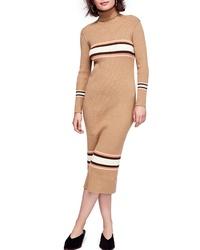 Светло-коричневое платье-свитер в горизонтальную полоску