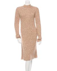 Светло-коричневое платье-свитер
