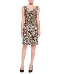 Светло-коричневое платье-футляр с леопардовым принтом