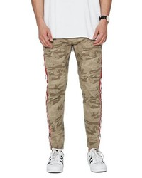 Светло-коричневые брюки чинос с камуфляжным принтом