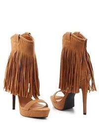 Светло-коричневые замшевые босоножки на каблуке c бахромой