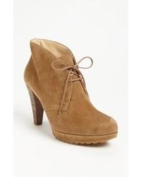 Светло-коричневые замшевые ботильоны на шнуровке