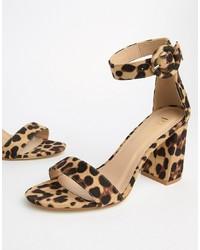 Светло-коричневые кожаные босоножки на каблуке с леопардовым принтом