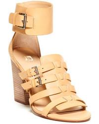 Светло-коричневые кожаные босоножки на каблуке