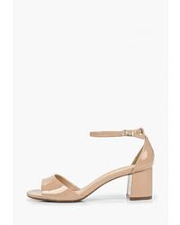 Светло-коричневые кожаные босоножки на каблуке от Arezzo