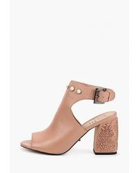 Светло-коричневые кожаные босоножки на каблуке от Graciana