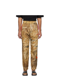 Светло-коричневые спортивные штаны с камуфляжным принтом