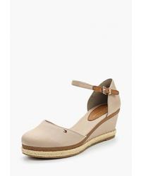 Светло-коричневые туфли на танкетке из плотной ткани от Tommy Hilfiger