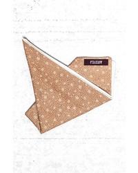 Светло-коричневый нагрудный платок с принтом