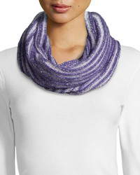 Светло-фиолетовый вязаный шарф