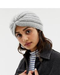 Женская серая вязаная шапка от Stitch & Pieces