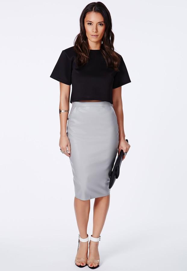 С чем носить серую кожаную юбку