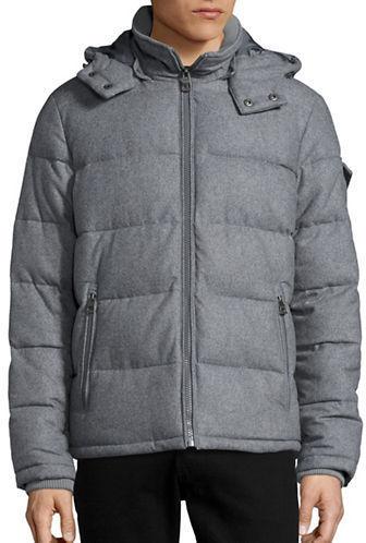 f455ffbc0ec3 Мужская серая куртка-пуховик от GUESS   Где купить и с чем носить
