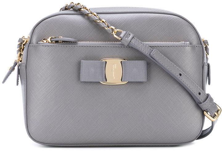 109f2d14650a Серая сумка через плечо от Salvatore Ferragamo, 61 775 руб ...
