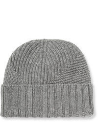 Серая шапка
