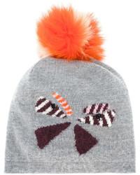 Женская серая шапка от Fendi