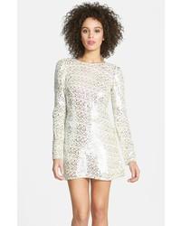 Серебряное платье прямого кроя с пайетками