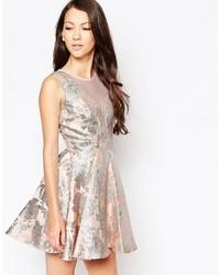 Серебряное платье с пышной юбкой