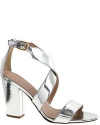 Серебряные кожаные босоножки на каблуке