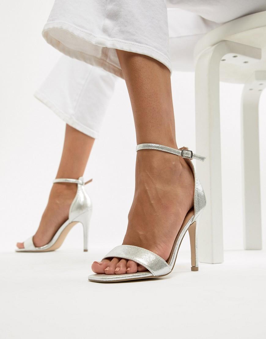 bd90140d3bbc 1 948 руб., Серебряные кожаные босоножки на каблуке от New Look