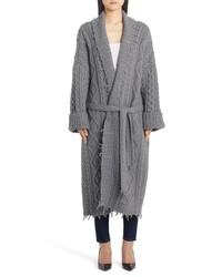 Серое вязаное пальто