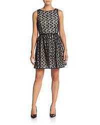 Серое кружевное платье с пышной юбкой