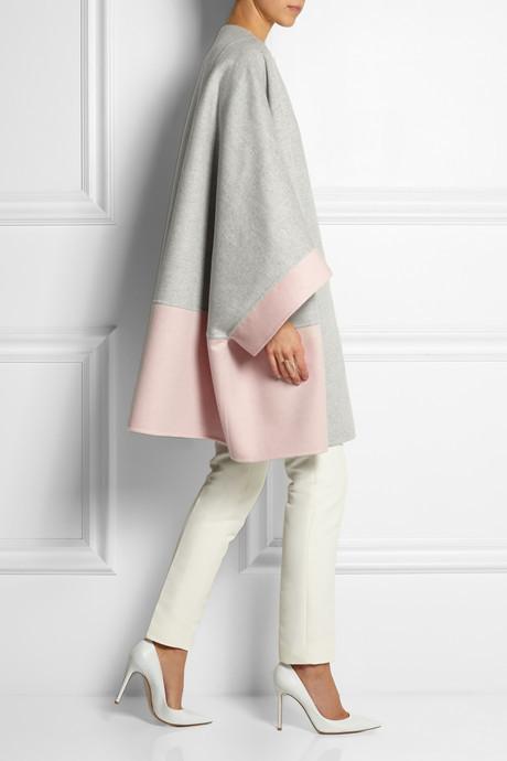 Женское серое пальто от Fendi