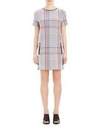 Женское серое платье прямого кроя в шотландскую клетку