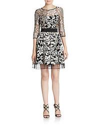 Серое платье с пышной юбкой с цветочным принтом