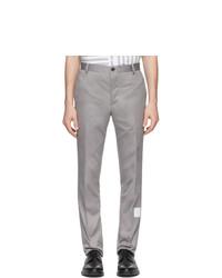 Серые брюки чинос от Thom Browne