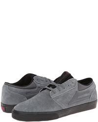 Серые замшевые кроссовки