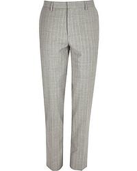 Серые классические брюки в вертикальную полоску