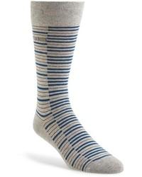 Серые носки в горизонтальную полоску