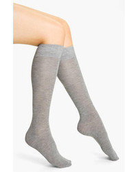 Серые носки до колена