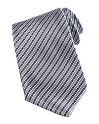 Серый галстук в вертикальную полоску