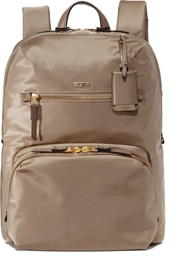 Женский серый нейлоновый рюкзак от Tumi   Где купить и с чем носить 5c46f43ed37