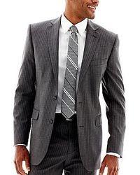 Серый пиджак в вертикальную полоску
