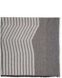 Серый шарф в горизонтальную полоску