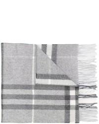 Женский серый шарф в клетку от Burberry