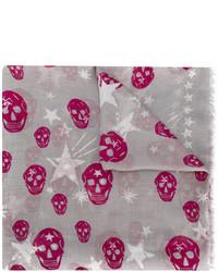 Женский серый шарф со звездами от Alexander McQueen