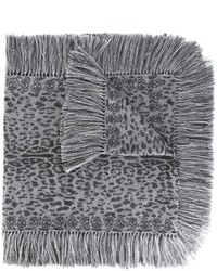 Женский серый шарф с леопардовым принтом от Alexander McQueen