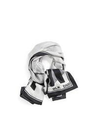 Серый шарф с принтом