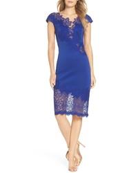 Синее кружевное облегающее платье