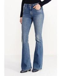 Синие джинсы-клеш от Levi's